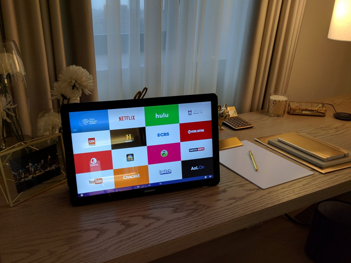 the-galaxy-view-has-a-184-inch-display-which-is-huge-for-a-tablet-at-almost-six-pounds-its-not-as-heavy-as-youd-think-it-is