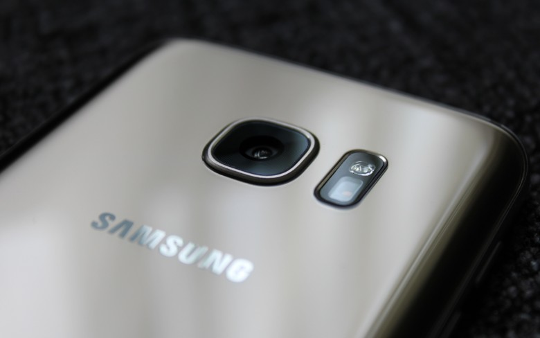Samsung sets their benefit on dual-camera handsets